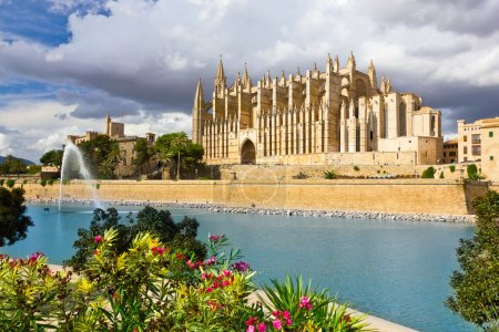 Photo pour La cathédrale de Santa Maria de Palma de Majorque, La Seu, Espagne - image libre de droit