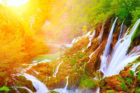 Photo pour Cascades dans le parc national de Plitvice, Croatie - image libre de droit