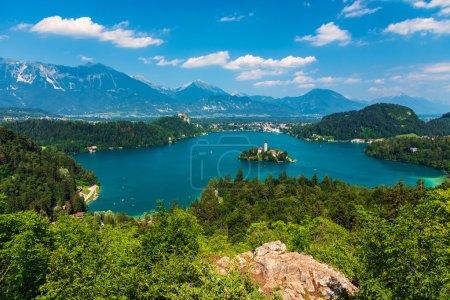 Photo pour Vue panoramique du lac de Bled, Slovénie, Europe - image libre de droit
