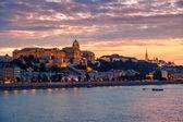 Budapešť hrad v západu slunce, Maďarsko