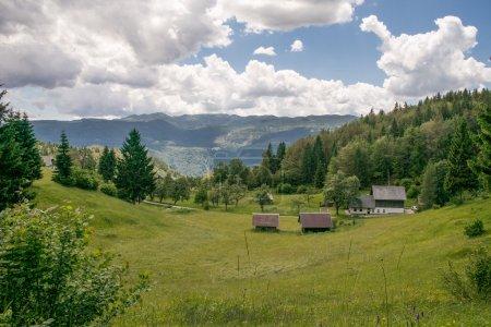 Photo pour Paysage de montagnes majestueuses, Slovénie - image libre de droit