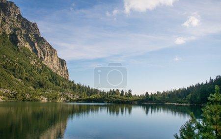 Photo pour Rivière et montagnes paysage. été nature - image libre de droit