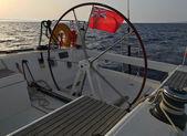Angličtina vyplutím jachty vlajka Red Ensign Velká Británie civilní loď