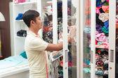Asiat Krejčí vyberte si oblečení, textilie
