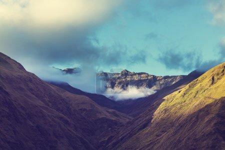 Photo pour Hautes montagnes enneigées en Bolivie - image libre de droit
