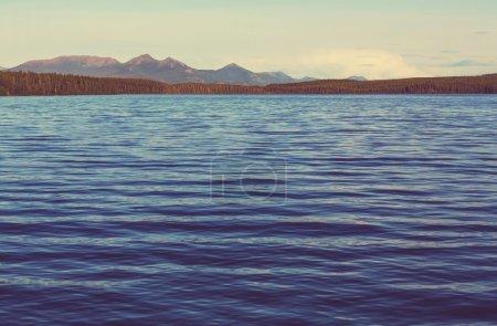 Photo pour Scène sereine au bord du lac au Canada - image libre de droit