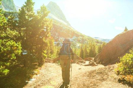 Photo pour Randonnée dans le parc national des Glaciers, Montana - image libre de droit