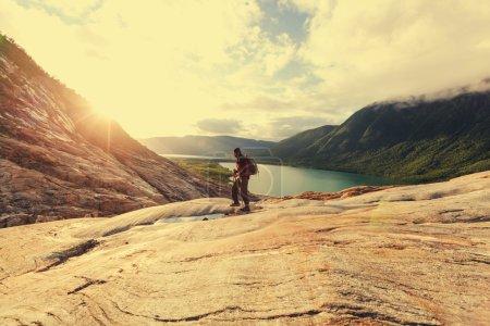 Photo pour Partez en randonnée dans les montagnes de Norvège, glacier de svartisen - image libre de droit