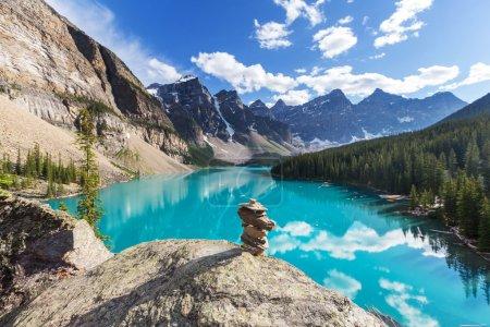 Photo pour Beau lac Moraine dans le parc national Banff, Canada - image libre de droit
