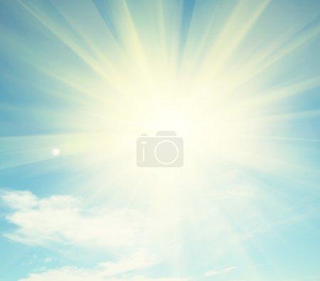 Photo pour Fond ciel bleu ensoleillé avec nuage - image libre de droit