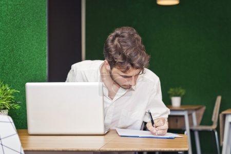 Student randaliert für seine Abschlussprüfungen