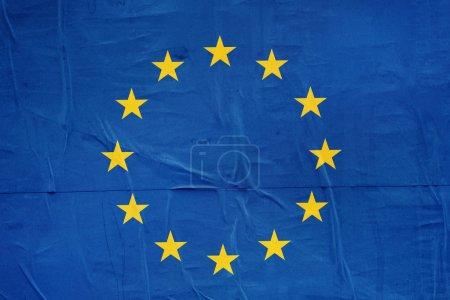 Photo pour Drapeau de l'UE de l'Union européenne imprimé sur papier d'affiche Grunge, effet vintage ton rétro - image libre de droit