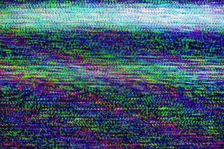 Photo pour Dommages à la télévision, mauvaise synchronisation de la chaîne de télévision, écran de télévision LCD RVB avec bruit statique provenant d'une mauvaise réception du signal de diffusion comme fond de technologie analogique . - image libre de droit