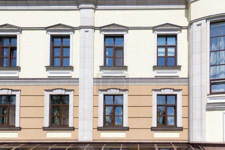 Photo pour Immeuble moderne avec windows bouchent - image libre de droit