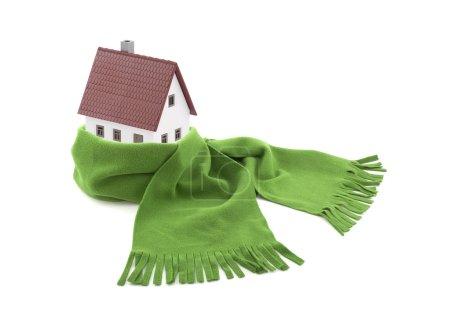 Foto de Casa envuelta en una bufanda aislada en blanco - Imagen libre de derechos