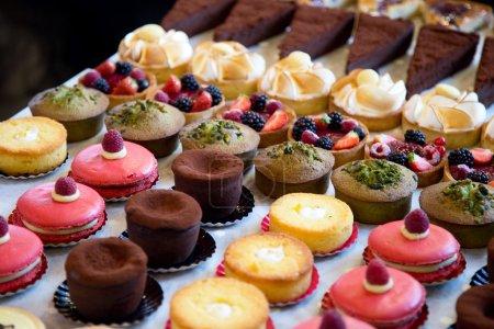 Photo pour Sélection de gâteaux - image libre de droit