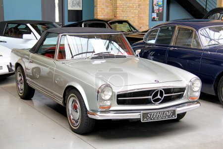 Mercedes-Benz W113 230SL