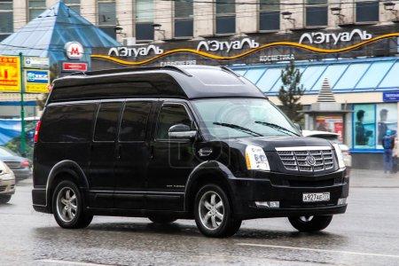 Photo pour Moscou, Russie - 8 mars 2015 : Motor car Chevrolet Express à la rue de la ville. - image libre de droit