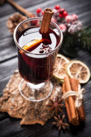 Mulled wine with cinnamon and orange