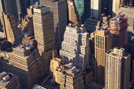 Photo pour Vue aérienne de Manhattan paysage urbain avec des gratte-ciel urbain, ville de New York - image libre de droit