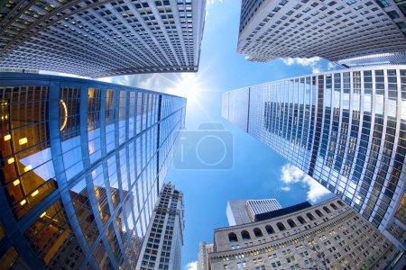 Foto de Rascacielos del Bajo Manhattan mirando hacia arriba, Ciudad de Nueva York - Imagen libre de derechos
