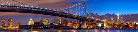 Photo pour Panorama de Philadelphie et pont Ben Franklin au crépuscule, États-Unis - image libre de droit