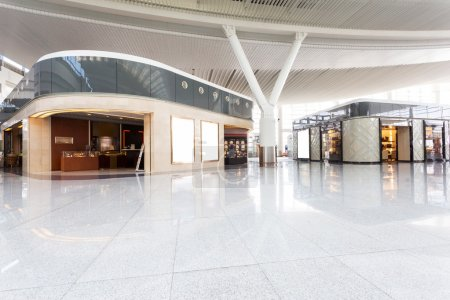 Photo pour Centre commercial moderne intérieur - image libre de droit
