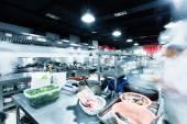 Moderní kuchyně a práce kuchařů v hotelu