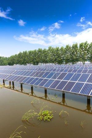 Foto de Paneles solares al aire libre - Imagen libre de derechos