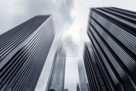 view of modern skyscraper exterior and sky