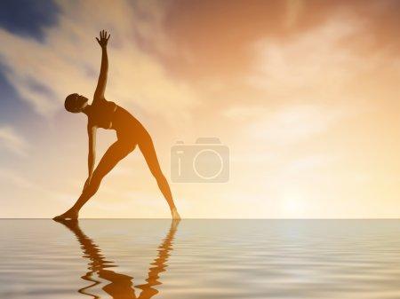 Photo pour Silhouette jeune femme pratiquant le yoga sur la plage au coucher du soleil - image libre de droit