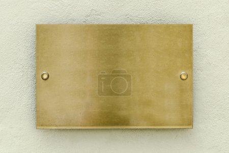 Photo pour Plaque d'or sur un mur pour votre fond - image libre de droit