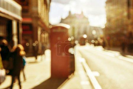 Photo pour Effet Bokeh dans la rue de Londres au coucher du soleil - image libre de droit