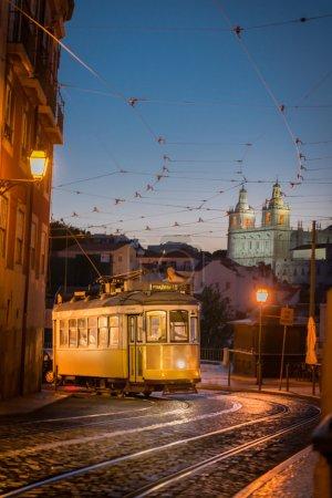 Photo pour Belle scène de Lisbonne dans une nuit d'été - image libre de droit