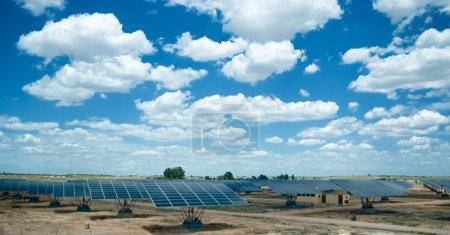 Foto de Campo solar en la soleada España - Imagen libre de derechos