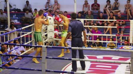 Muay thai boxu odpovídá
