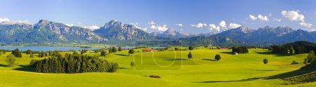 Photo pour Paysage panoramique large en Bavière, Allemagne, avec montagnes alpines - image libre de droit
