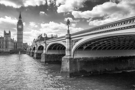 Photo pour Big Ben et Westminster Bridge à Londres - image libre de droit