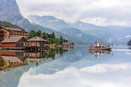 Photo pour Lac de Grundlsee idyllique dans les Alpes, Autriche - image libre de droit