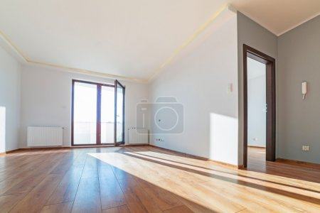 Photo pour Apartment interior with wooden floor after renovation - image libre de droit