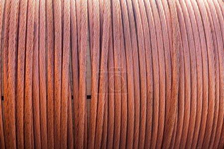 große Spulen von Elektrokabel