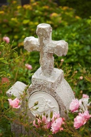 Photo pour Image d'un marqueur de tombe blanc vintage . - image libre de droit
