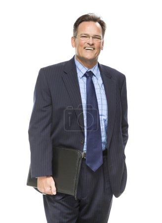 Photo pour Bel homme d'affaires, souriant en costume-cravate isolé sur fond blanc. - image libre de droit