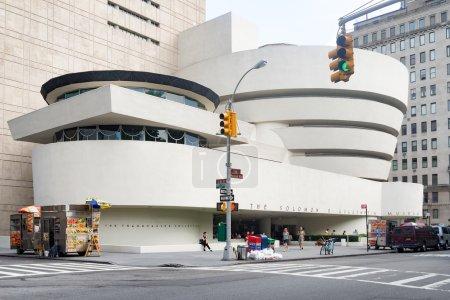 Photo pour NEW YORK, USA - 19 AOÛT 2015 : Le musée Solomon Guggenheim à New York - image libre de droit