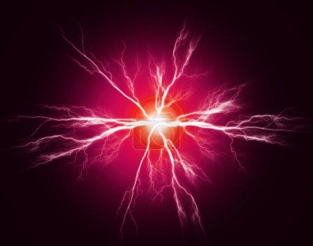 Photo pour Explosion de puissance pure et d'électricité dans l'obscurité - image libre de droit