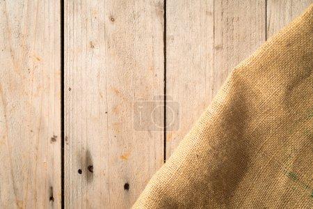 Foto de Tableros de madera y bolsa de arpillera - Imagen libre de derechos