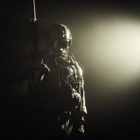 Photo pour Special forces soldier with rifle in the smoke - image libre de droit