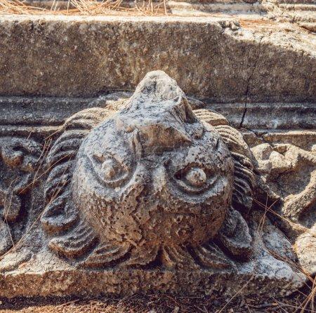 Photo pour Sculptures antiques exécutées sur pierre ancienne - image libre de droit
