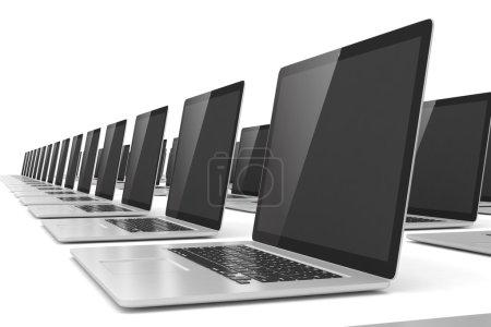 Photo pour Grand groupe d'ordinateurs portables sur fond blanc - image libre de droit