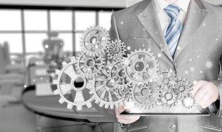 Photo pour Homme d'affaires main toucher l'équipement au concept de succès - image libre de droit